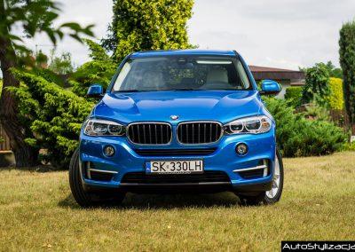 Oklejanie Karoserii Samochodu BMW X5 F15 Folią Niebieski Metalik