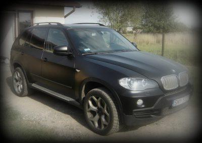 Oklejanie auta BMW X5 folią czarny mat
