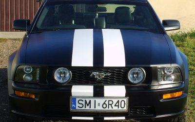 Naklejone pasy na Ford Mustang