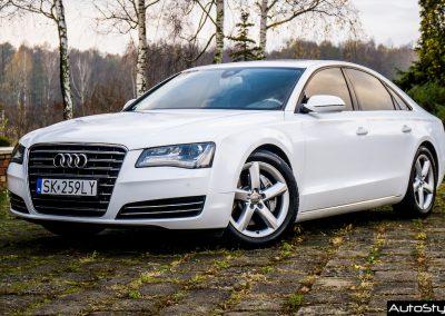 Zmiana Koloru Samochodu w Audi A8 Folią Biały Brokat