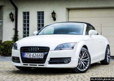 Oklejanie Całego Samochodu Audi TT Folią Biała Perła