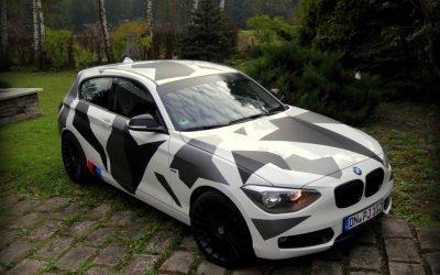 Wojskowy Kamuflaż na BMW 1 Oklejonym Folią