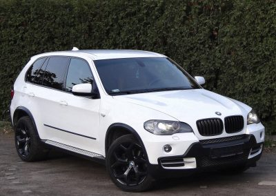Zmiana Koloru BMW X5 na Biały Połysk