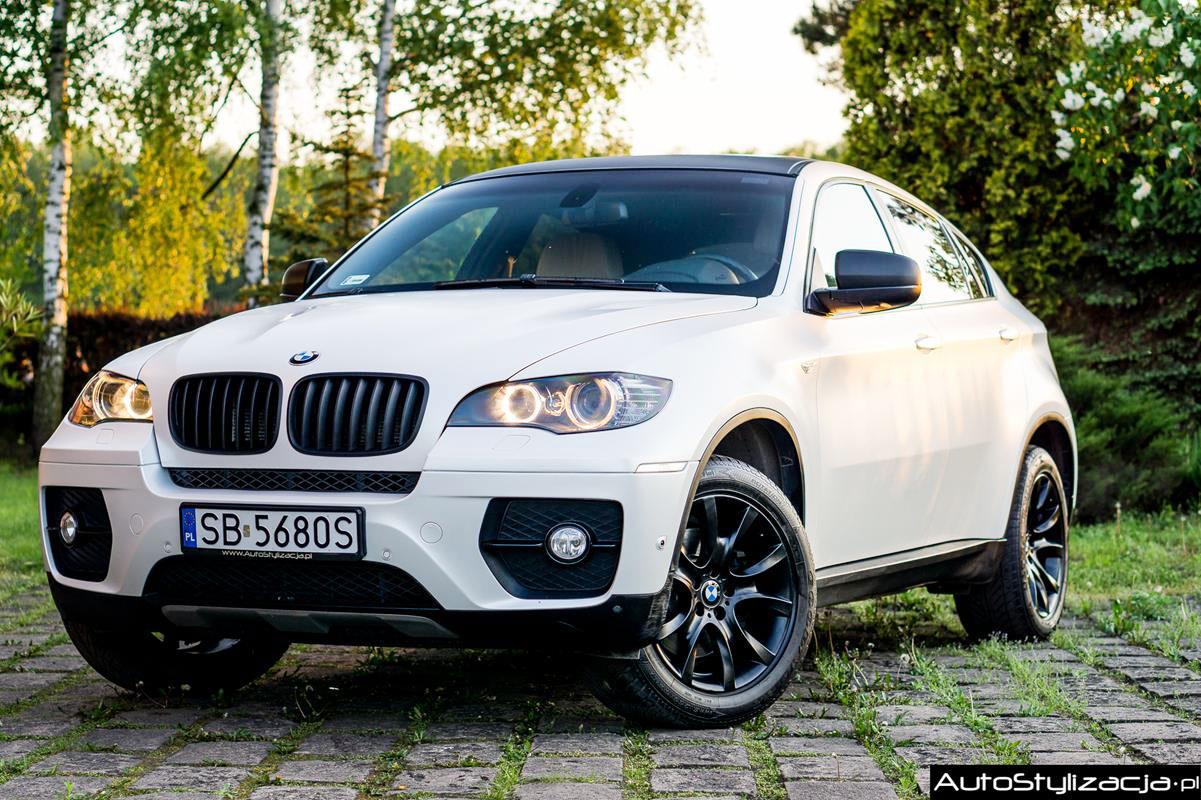 Oklejanie BMW X6 Białą Folią Avery