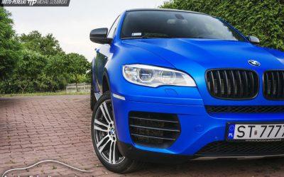 Zmiana Koloru Auta BMW X6 na Satynowy Niebieski