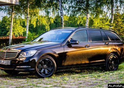 Oklejanie Mercedesa C W204 Folią Gloss Ember Black