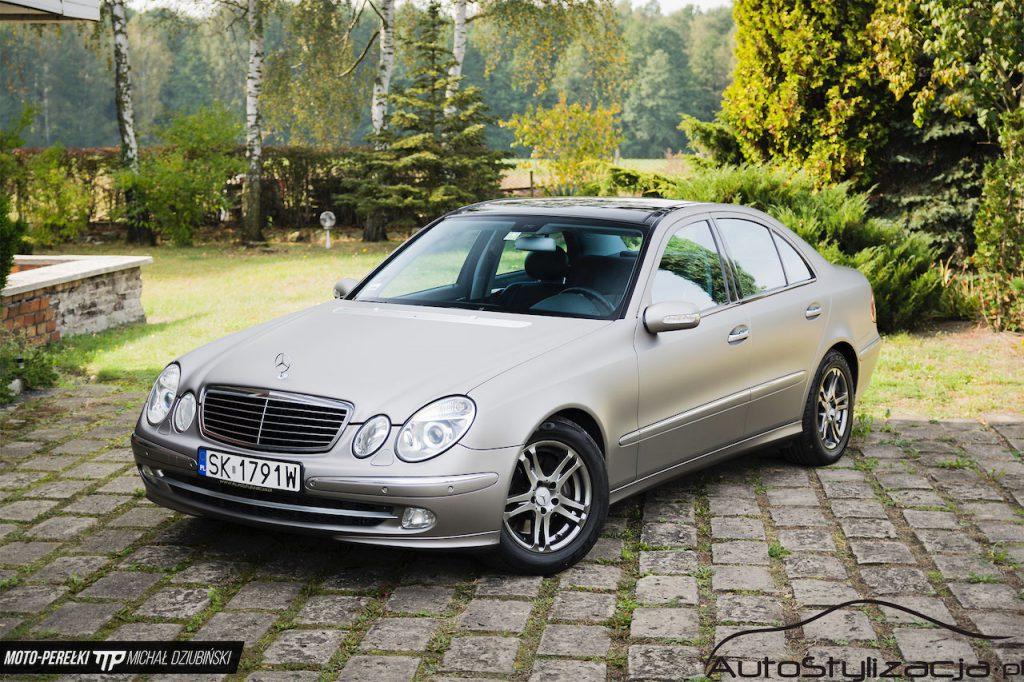 Oklejanie Auta Mercedes E Folią