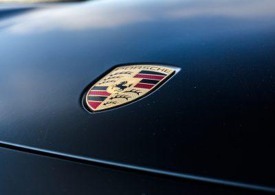 Oklejanie Maski Auta Porsche Folią Czarna Satyna