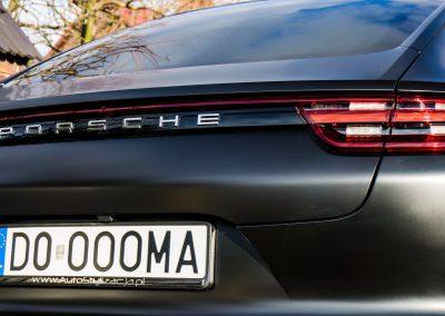 Oklejanie Auta Porsche Panamera Folią Black Satin