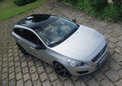 Zmiana Koloru Dachu i Lusterek w Aucie Volvo V40