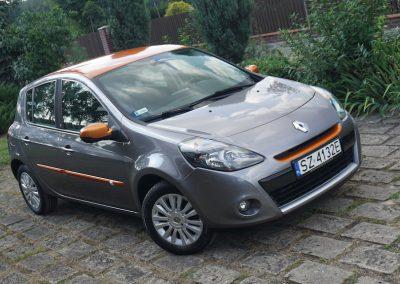 Oklejanie Folią Dodatków w Aucie Renault Clio