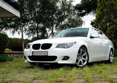 Oklejanie Całej Karoserii Pojazdu BMW E60 Folią od Avery