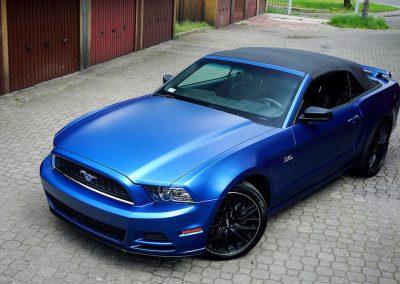 Zmiana Koloru Karoserii Forda Mustang z Folią od Avery