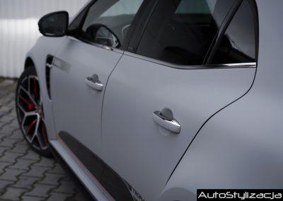 Oklejanie Samochodu Renault Folią Avery
