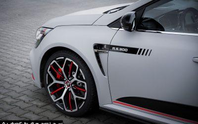 Oklejanie Samochodu Renault Megane Folią Avery Szary Mat