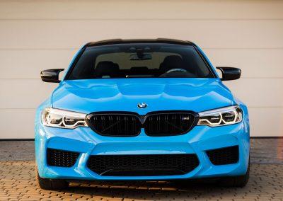 Foliowanie Samochodu BMW M5 w Kolorze Light Blue